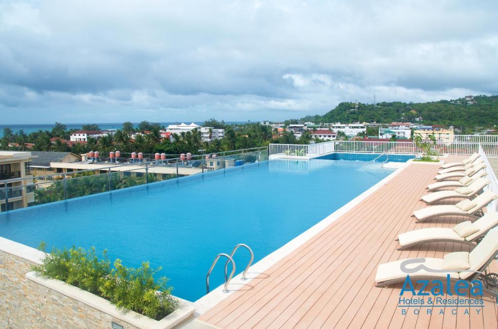 長灘島杜鵑度假酒店及公寓游泳池或附近泳池