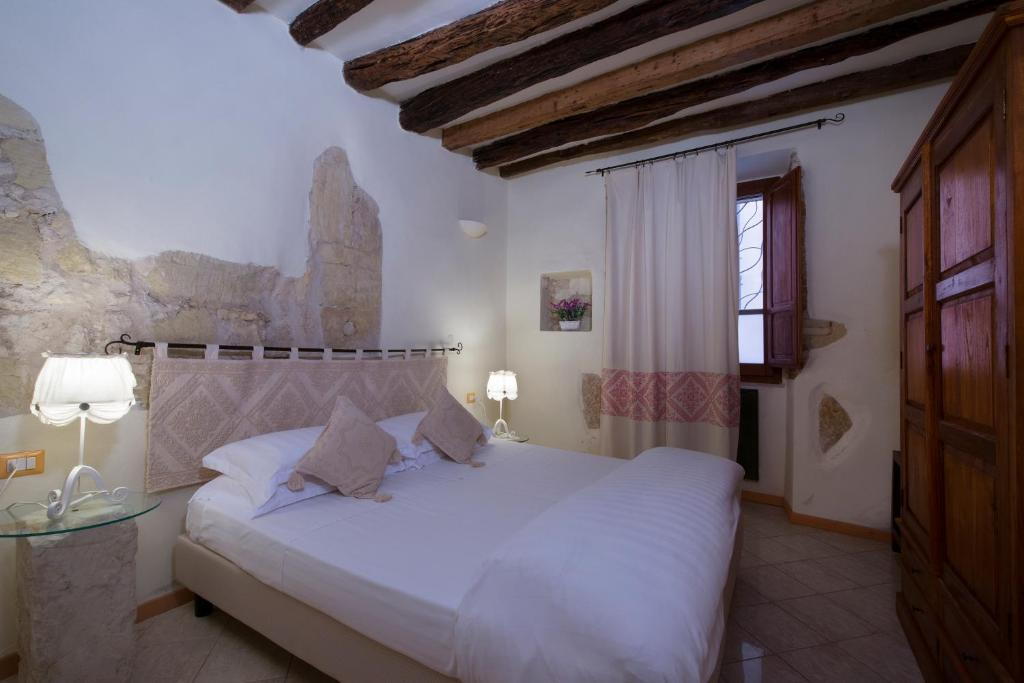 A bed or beds in a room at Casa Stampaxi