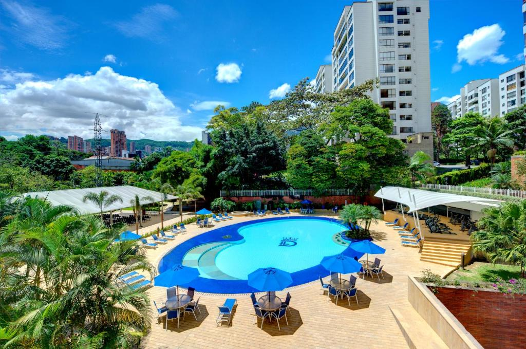 A view of the pool at Hotel Dann Carlton Medellín or nearby
