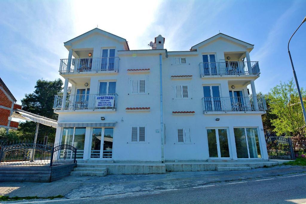 Apartments Marinic2
