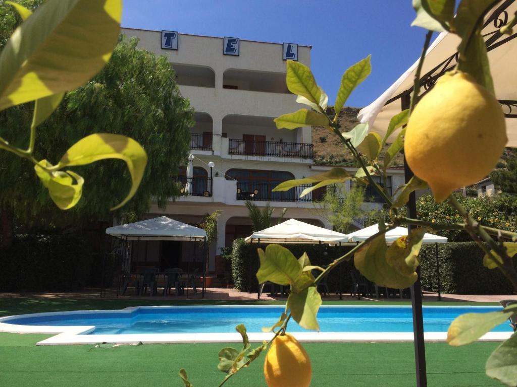 Бассейн в Hotel Miravalle или поблизости