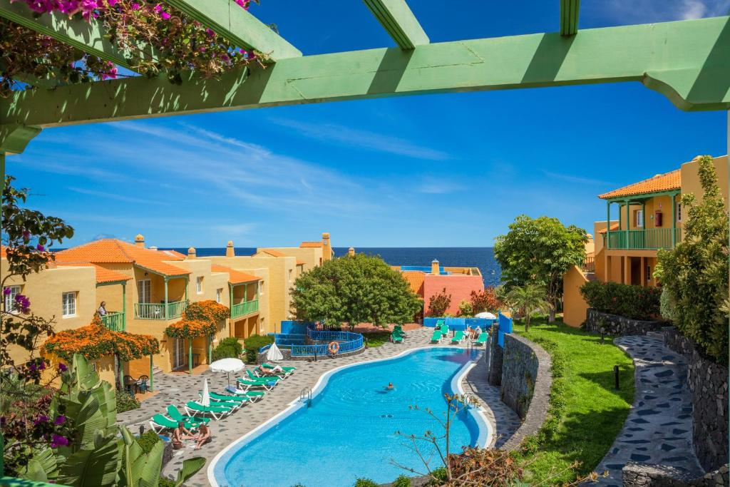 A view of the pool at Apartamentos La Caleta or nearby