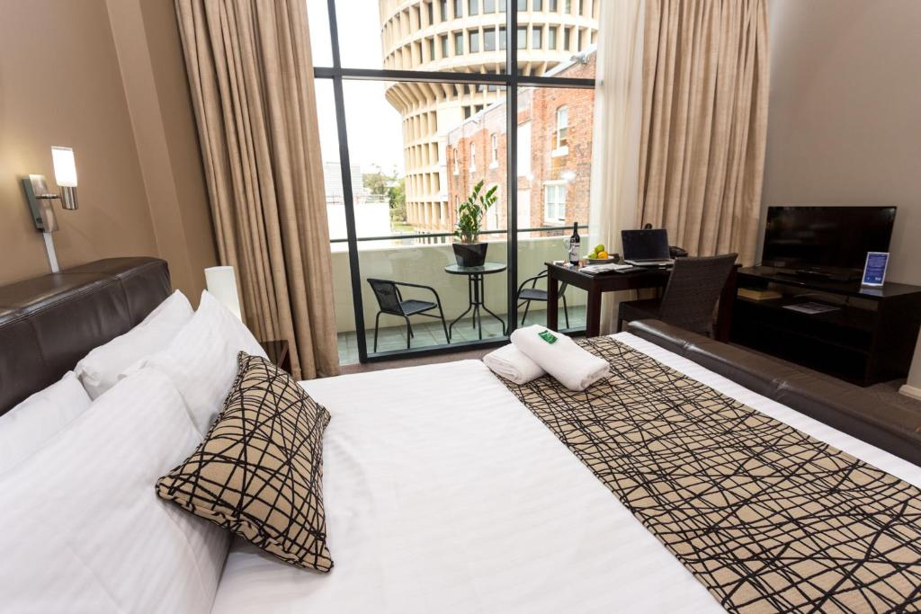 A bed or beds in a room at Clarendon Hotel