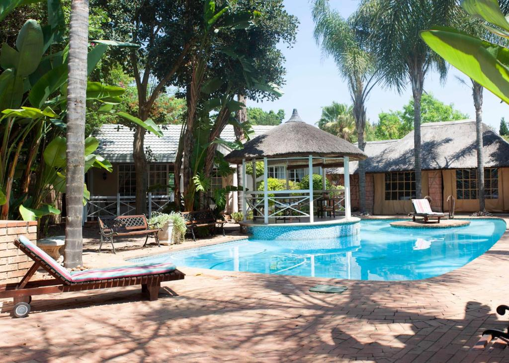 The swimming pool at or close to Summerview Guest Lodge