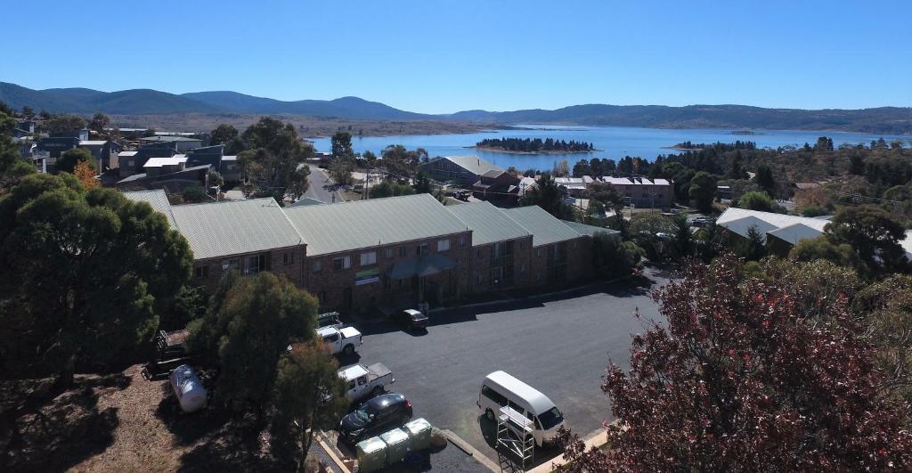 A bird's-eye view of Acacia Snowy Motel