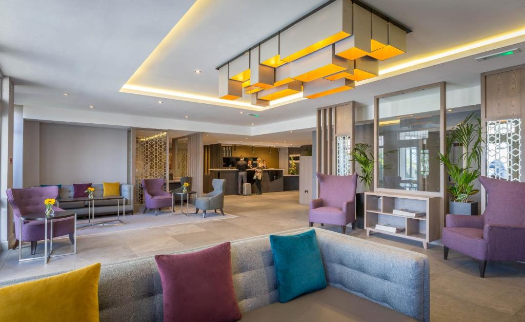 The lobby or reception area at Maldron Hotel, Newlands Cross
