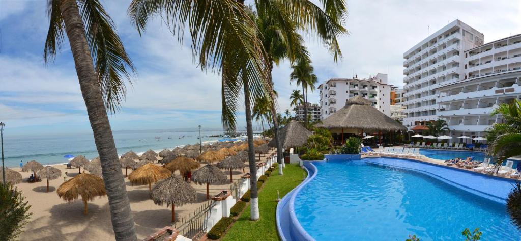 The swimming pool at or close to Tropicana Hotel Puerto Vallarta
