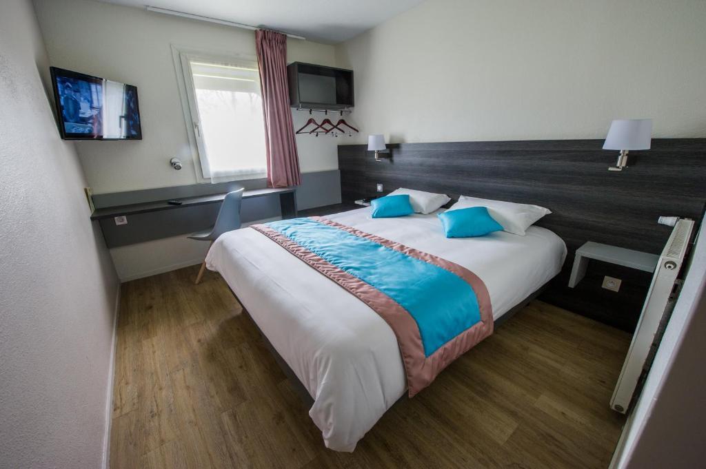 Un ou plusieurs lits dans un hébergement de l'établissement Logis Carline Hôtel Restaurant