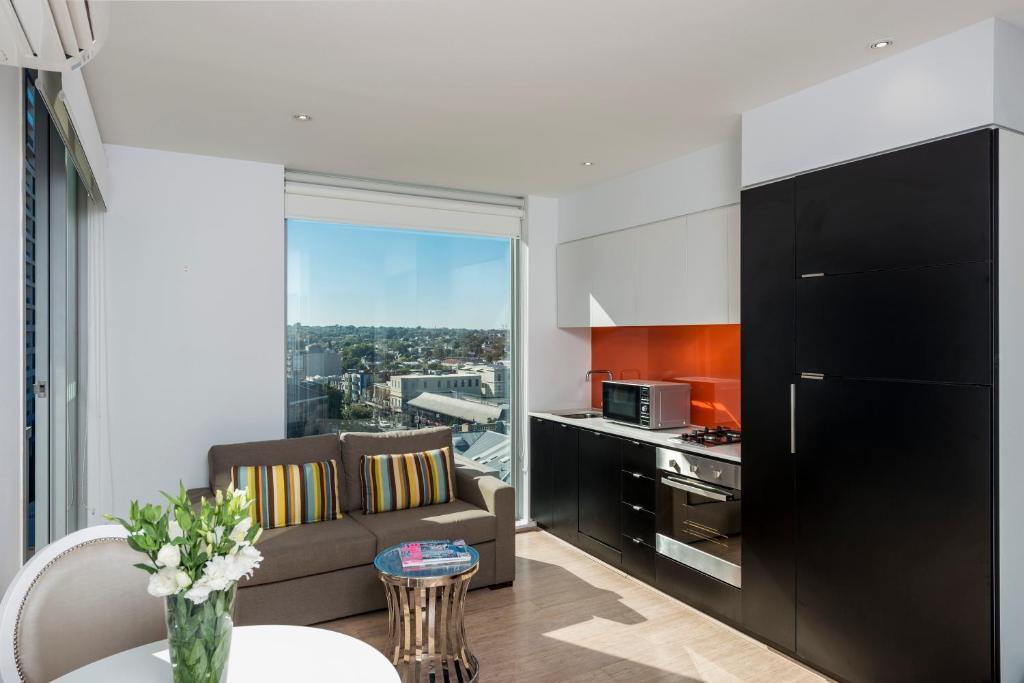A kitchen or kitchenette at Oaks Melbourne South Yarra Suites