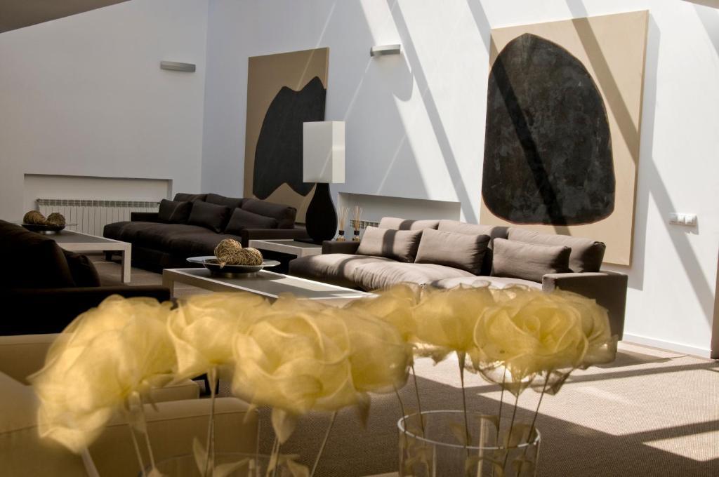 A seating area at Hospedium Hotel Convento de Santa Ana