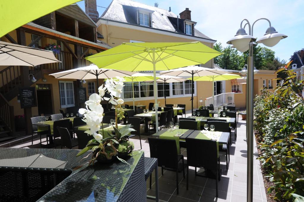 Hotel Saint Jacques Thorigne-sur-Due, France