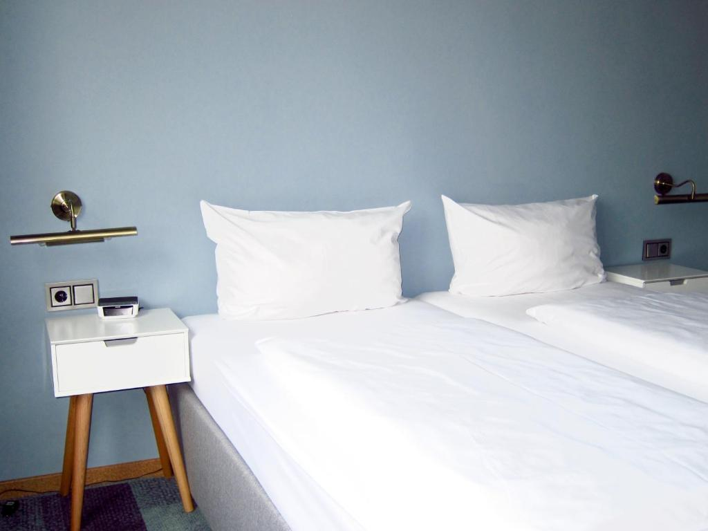 A bed or beds in a room at Hotel Zentrum an der Hauptwache