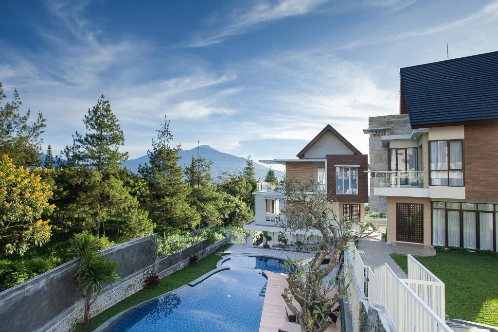 Azcarya Villa Batu Indonesia Booking Com