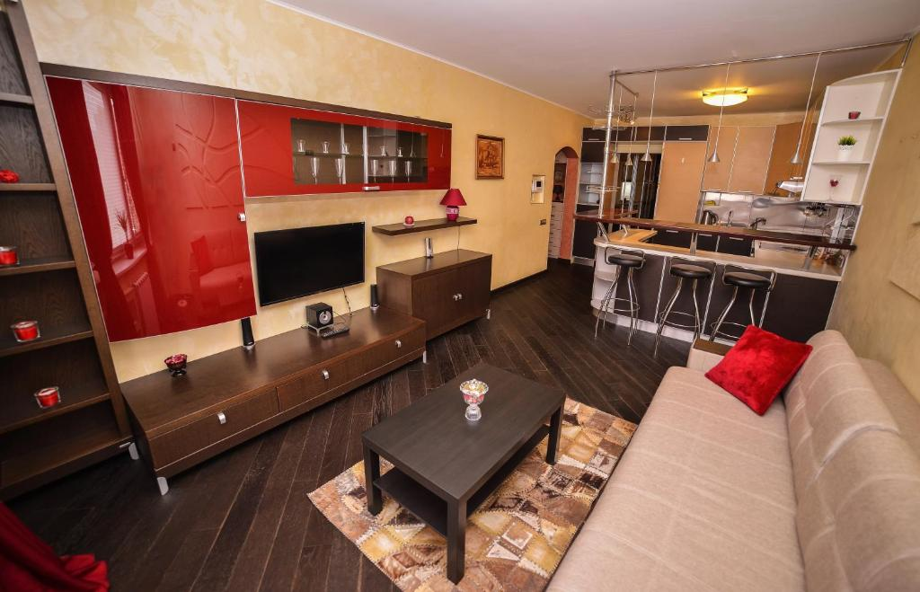 Кухня или мини-кухня в Crocus Apartment