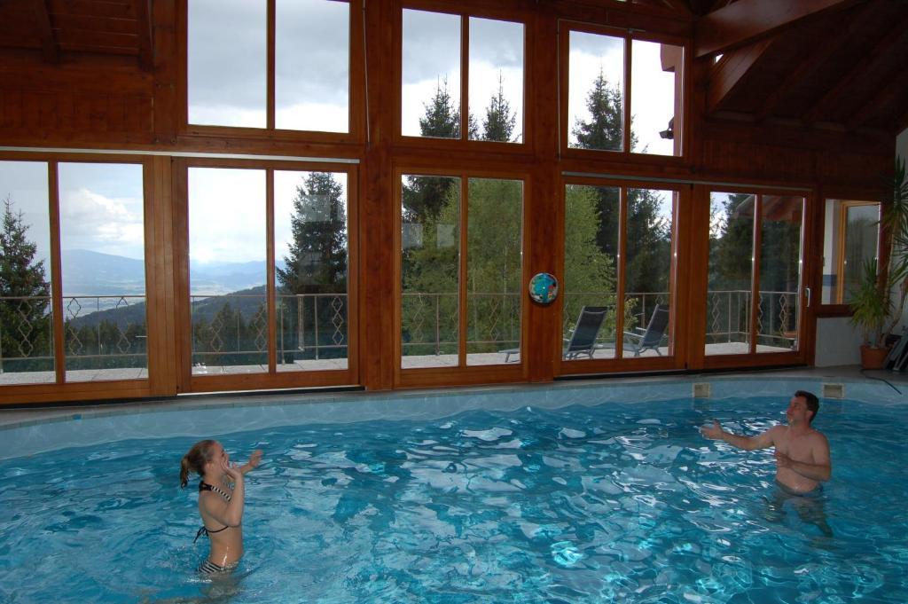 Der Swimmingpool an oder in der Nähe von Wohlfühl-Alm