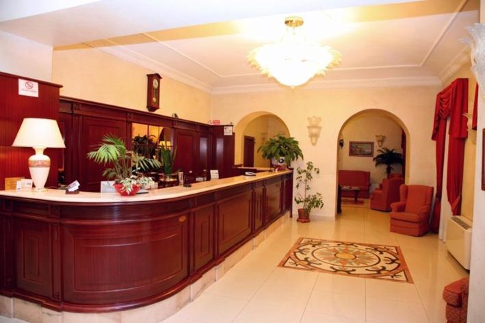 The lobby or reception area at Hotel Nizza