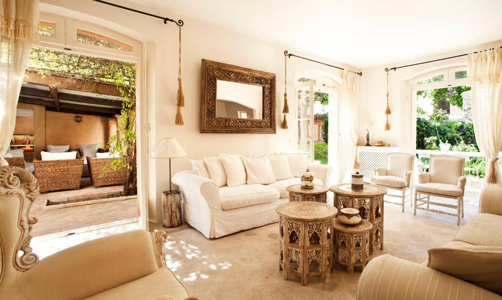 A seating area at Maison Jolie