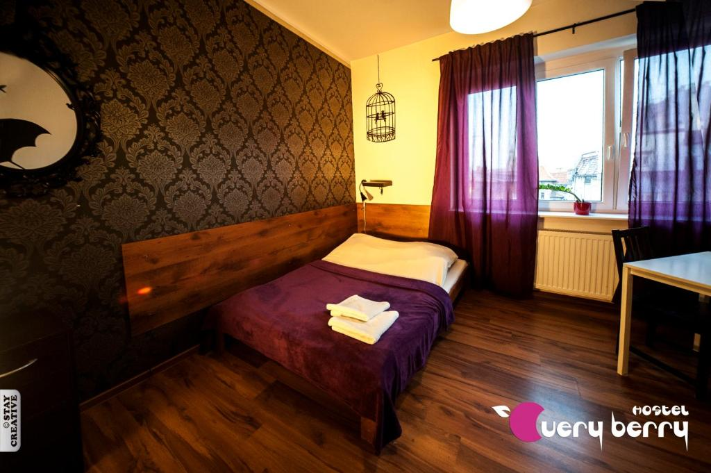 A bed or beds in a room at Very Berry Hostel - Old Town, Parking, Lift, Reception 24h