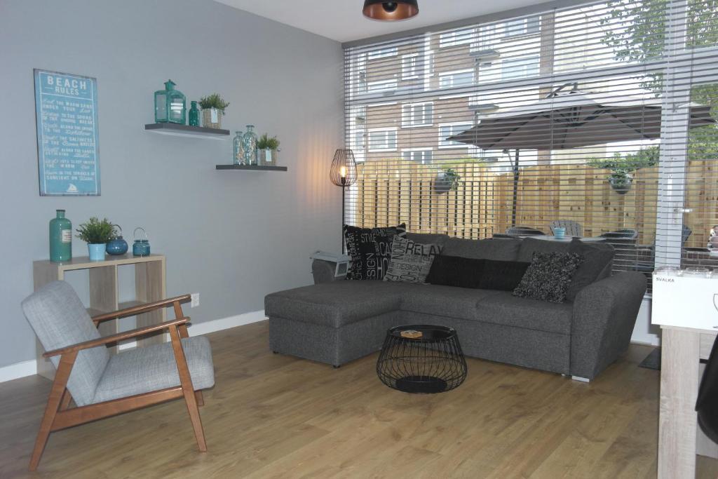 Een zitgedeelte bij Van Dijk Apartments