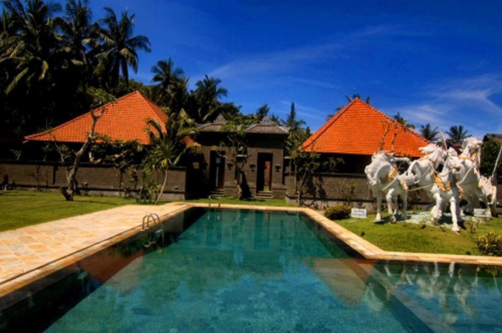 The swimming pool at or near Puri Rai Hotel