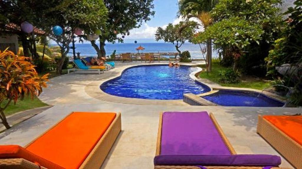 Het zwembad bij of vlak bij Relax Beach Resort Candidasa