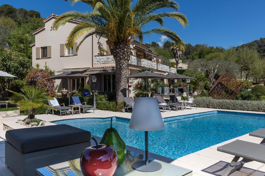 Het zwembad bij of vlak bij Villa Cédria
