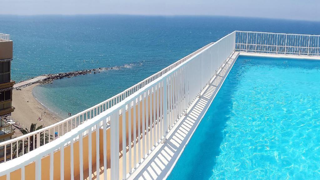 Vista de la piscina de Luxury Studio o alrededores