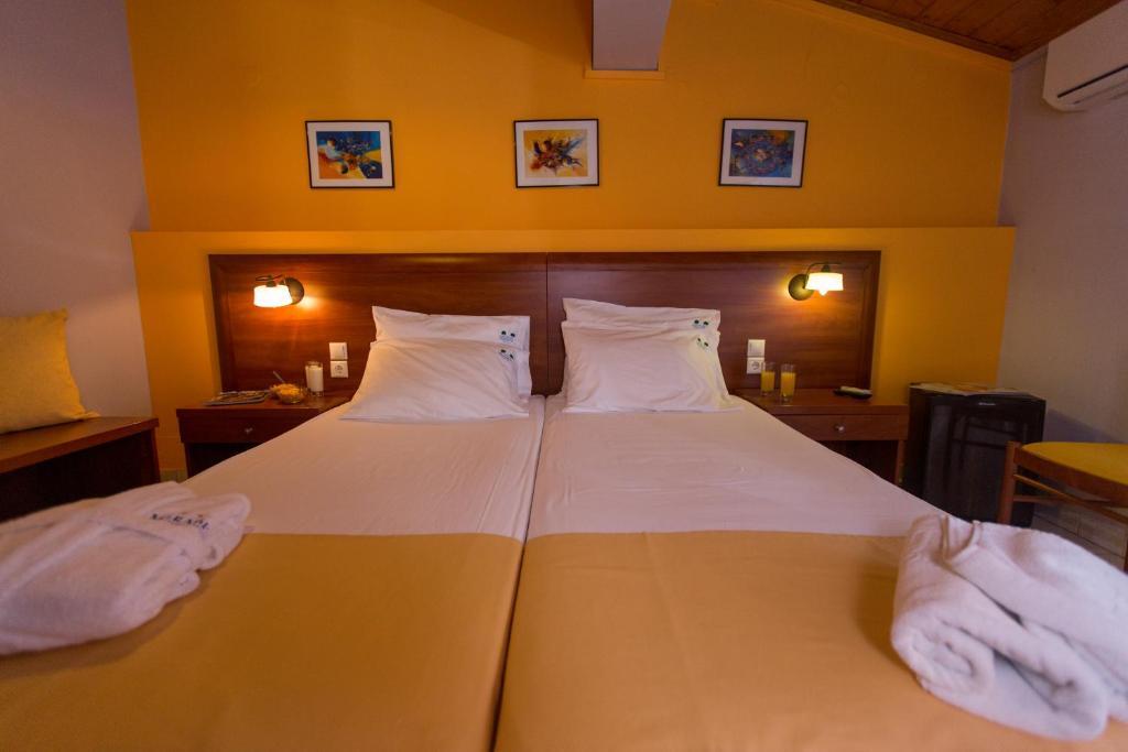 Кровать или кровати в номере Mirabel Hotel