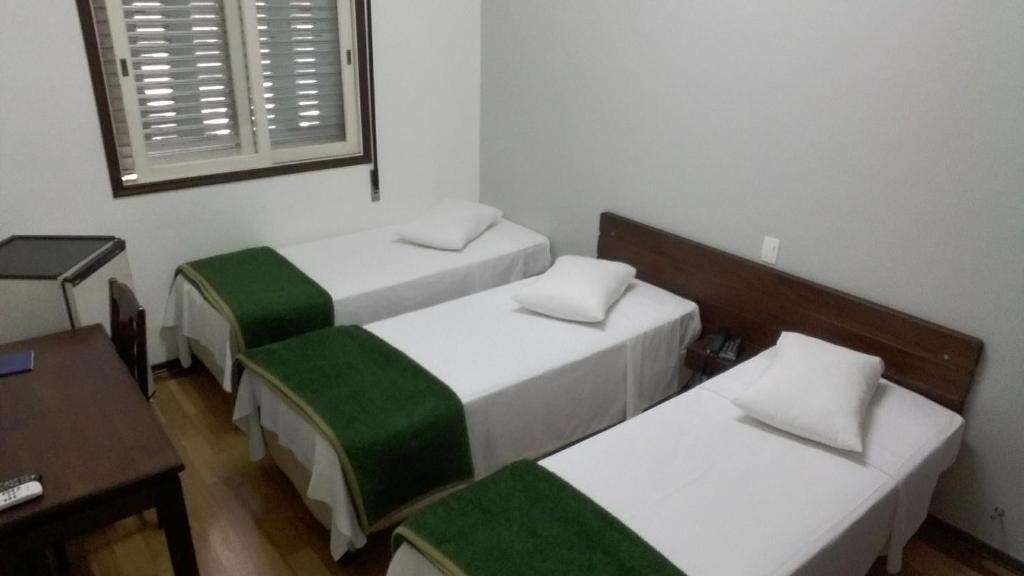 A bed or beds in a room at Arcadas Hotel