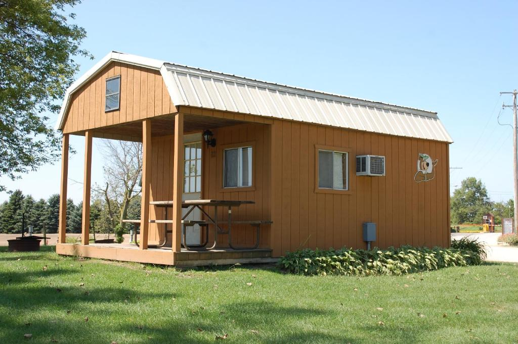 O'Connell's Yogi Bear Lakefront Cabin 9
