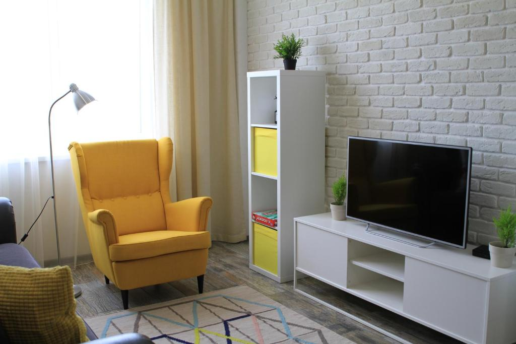 A television and/or entertainment center at Apartment Stanislavkogo Street