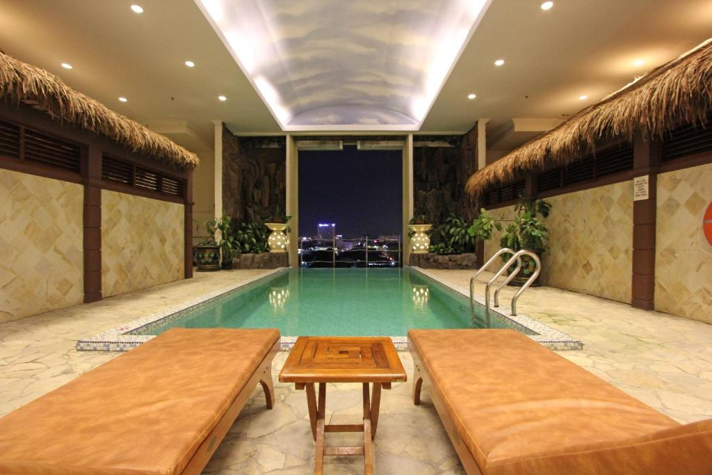 The swimming pool at or close to Harmoni Suites Hotel