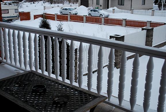 Rõdu või terrass majutusasutuses Tolli Hostel & Holiday House