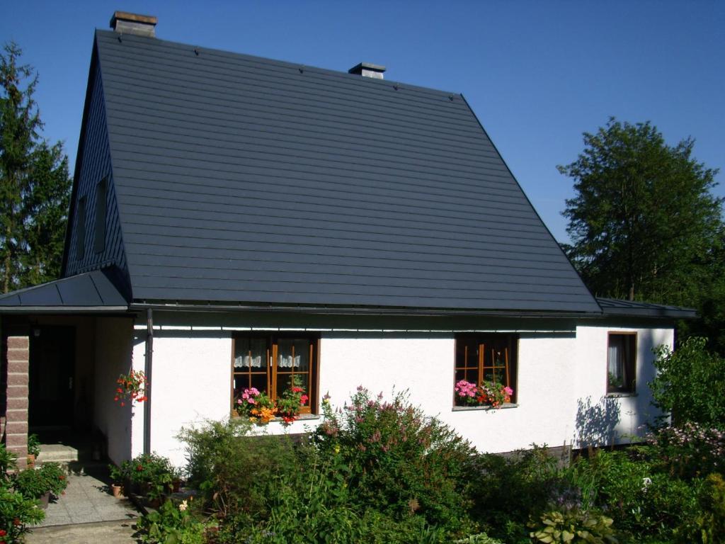 Ein Garten an der Unterkunft Ferienwohnung Ulbrich