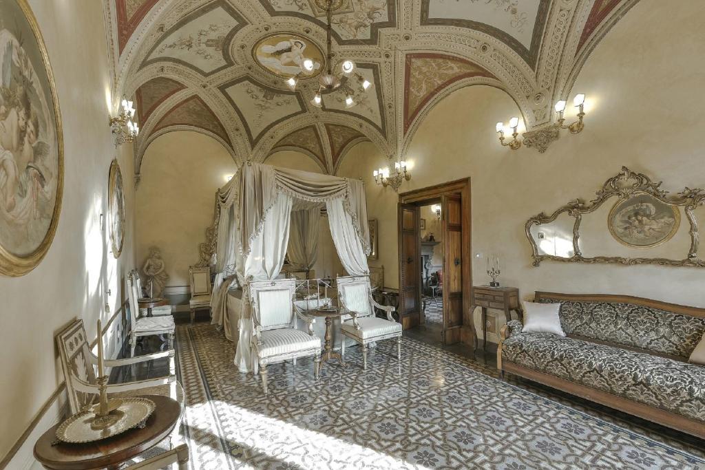 The lounge or bar area at Residenze d'Epoca Palazzo Coli Bizzarrini