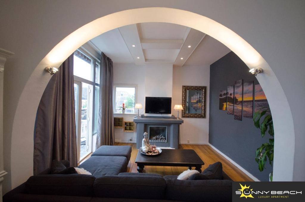 De lounge of bar bij SunnyBeach Luxury apartment