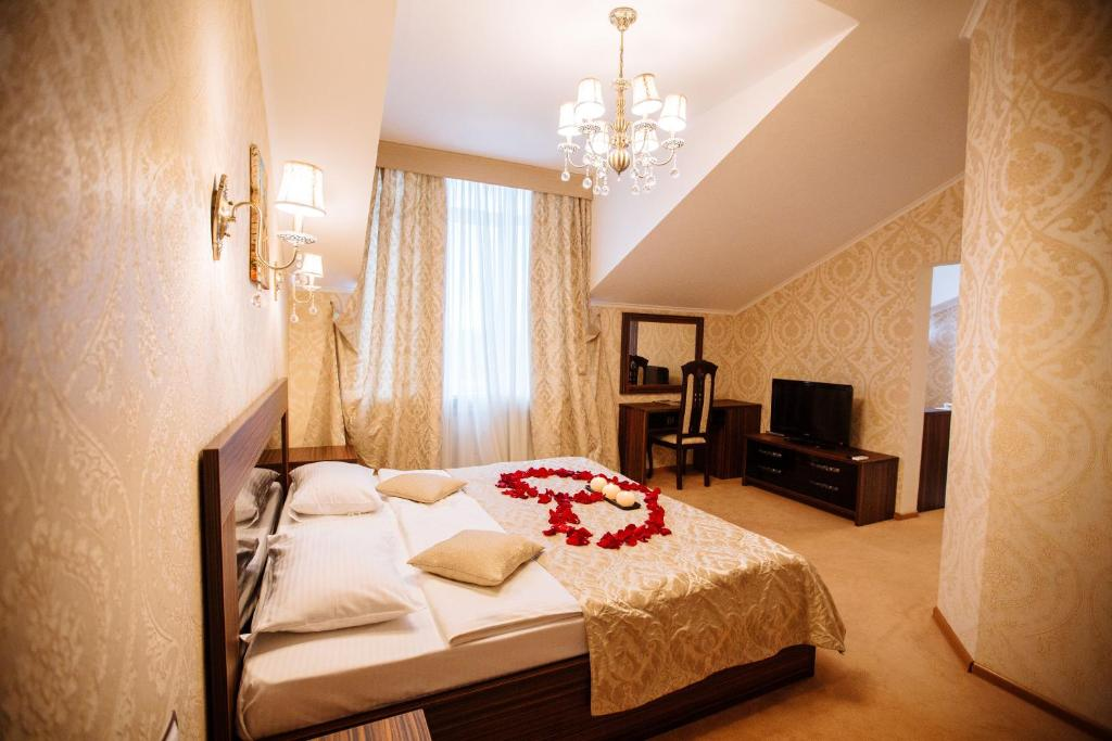 Кровать или кровати в номере Гоcтиница Ромео и Джульетта