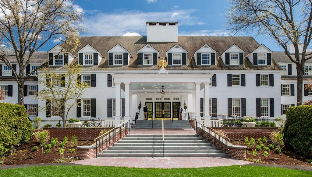 The facade or entrance of Woodstock Inn & Resort