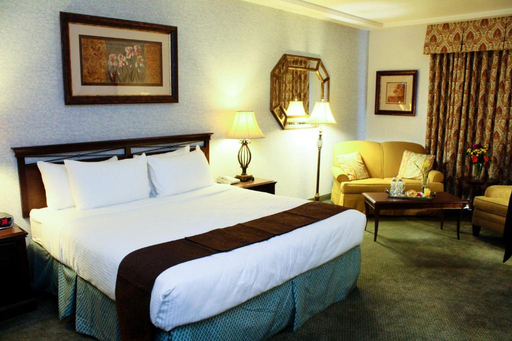 A bed or beds in a room at University Square Hotel