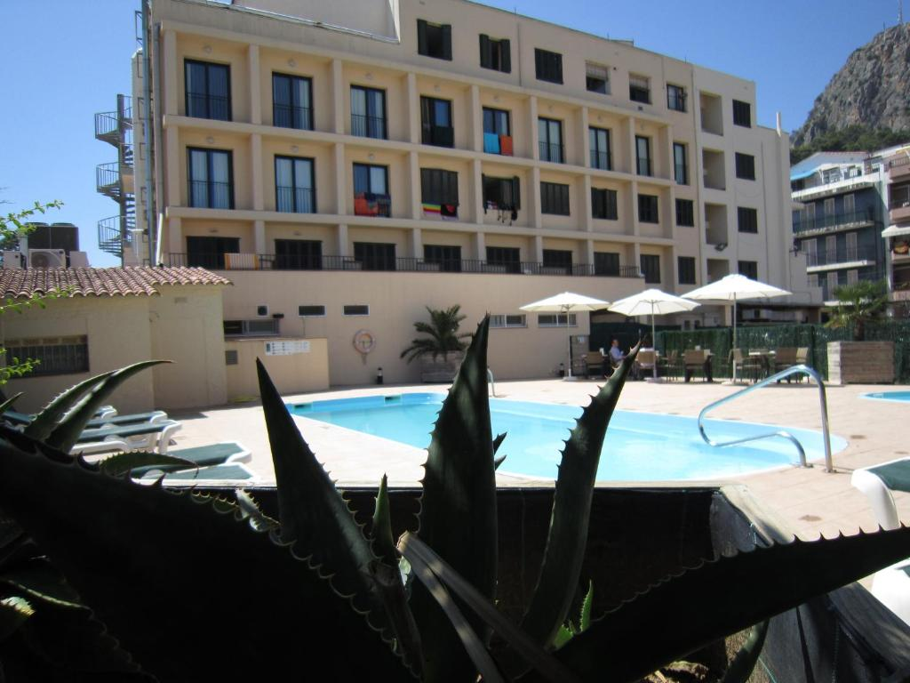 The swimming pool at or near Hotel Medes II