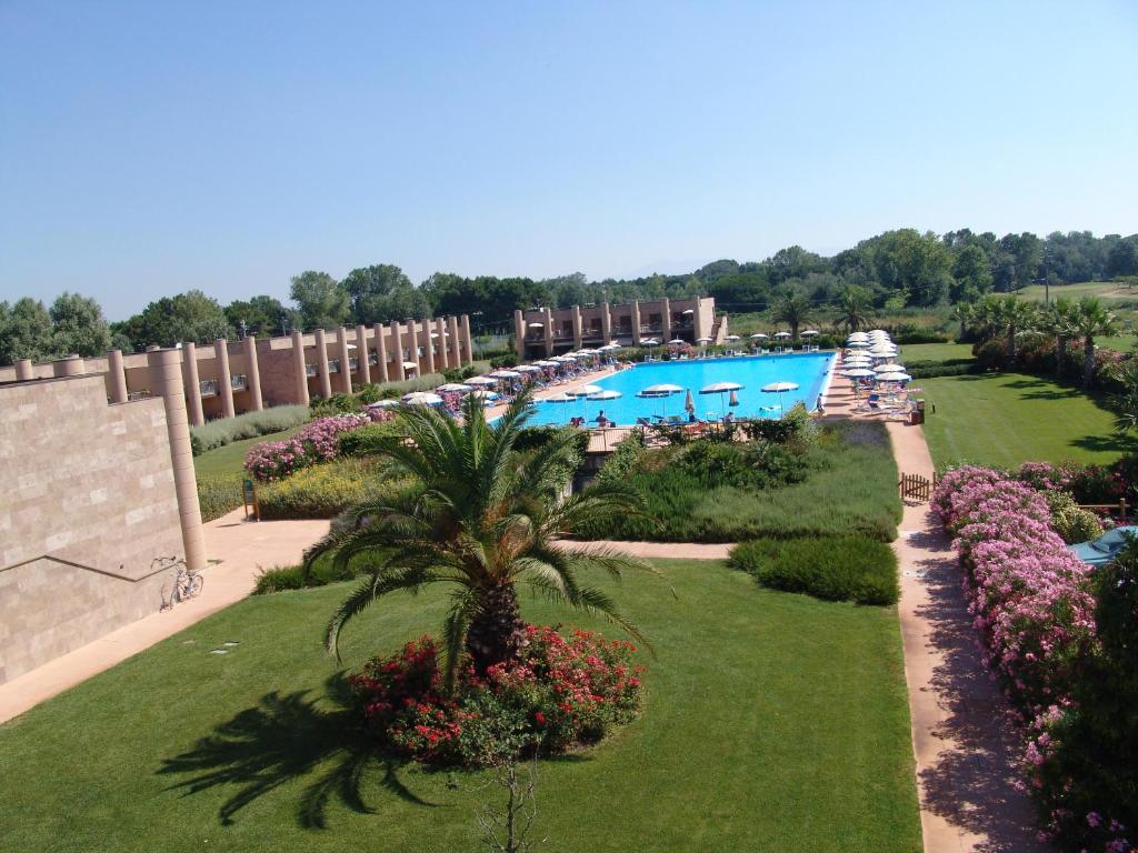 Vista sulla piscina di Cosmopolitan Golf & Beach Resort o su una piscina nei dintorni