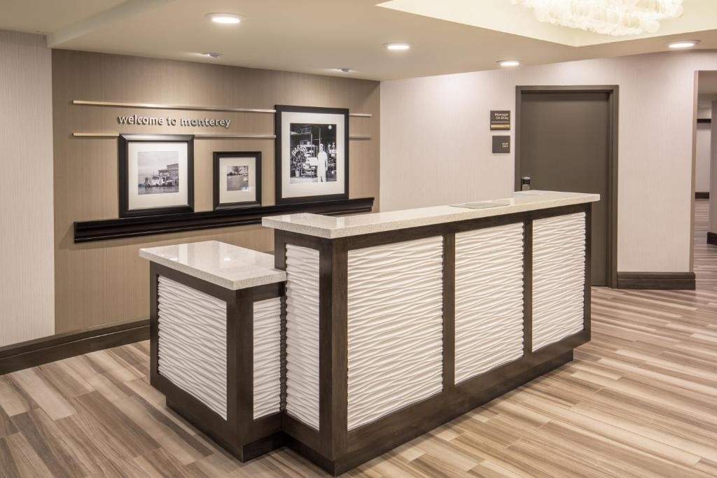 The lobby or reception area at Hampton Inn Monterey