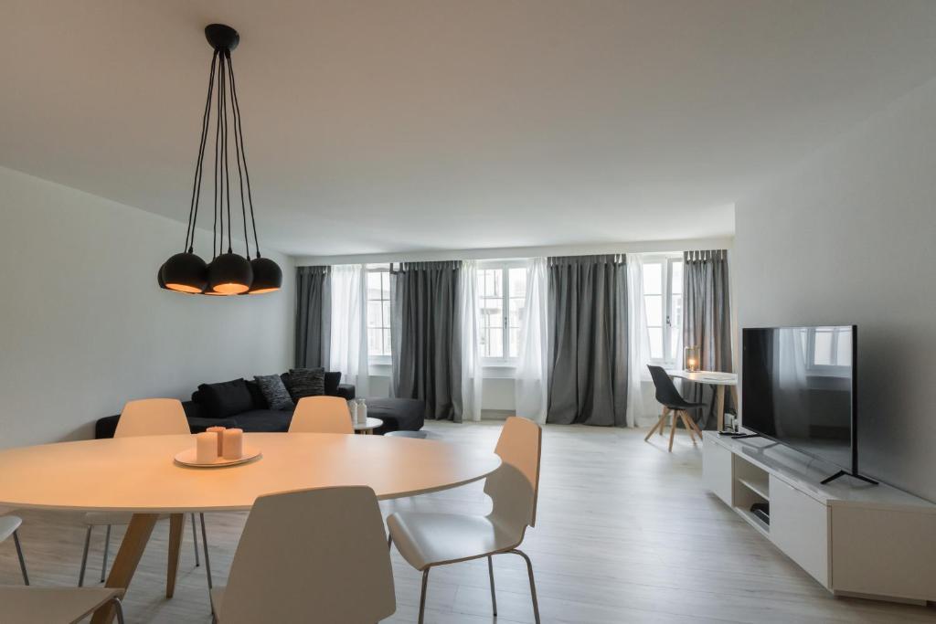 Lounge oder Bar in der Unterkunft Paradeplatz Apartment by Airhome