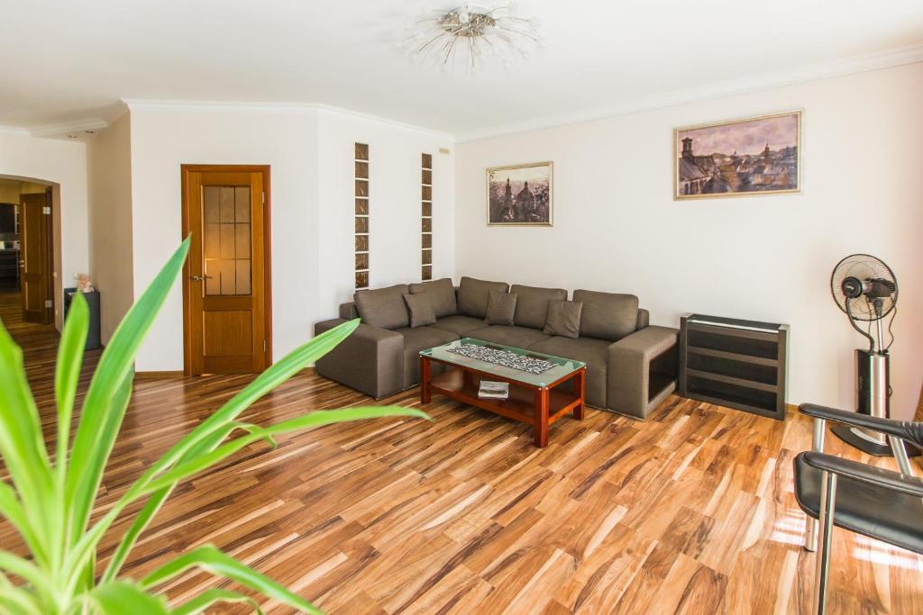 A seating area at Apartamenty u centri Lvova - Lviv