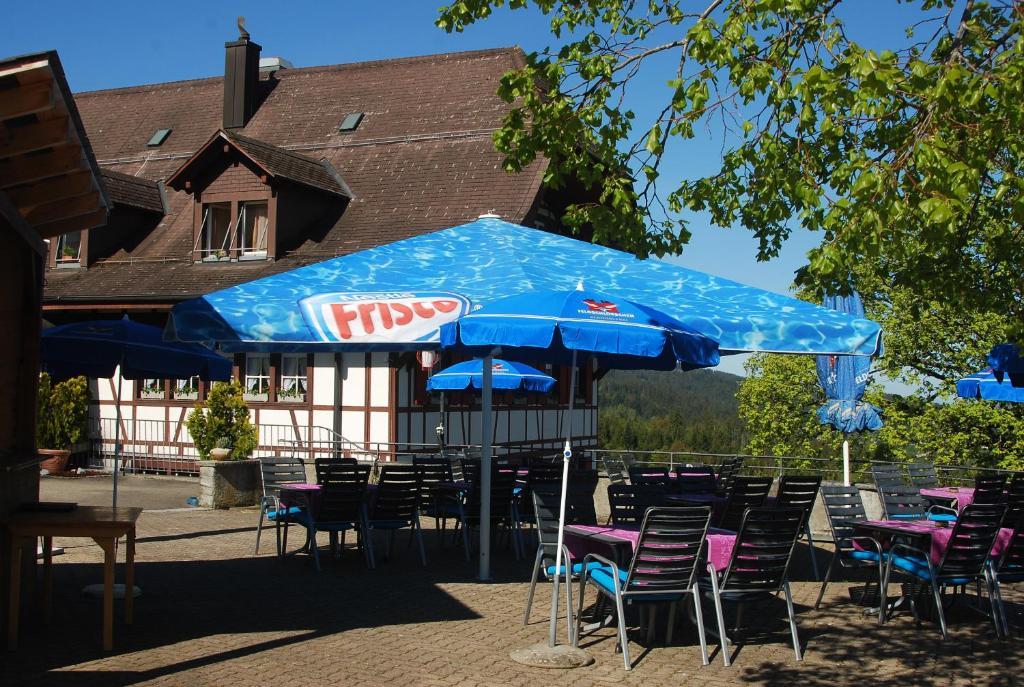 Ein Restaurant oder anderes Speiselokal in der Unterkunft Berggasthof Gurnigelbad