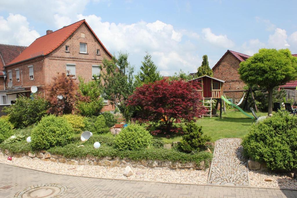 Ein Garten an der Unterkunft Ferienhaus Harzvorland