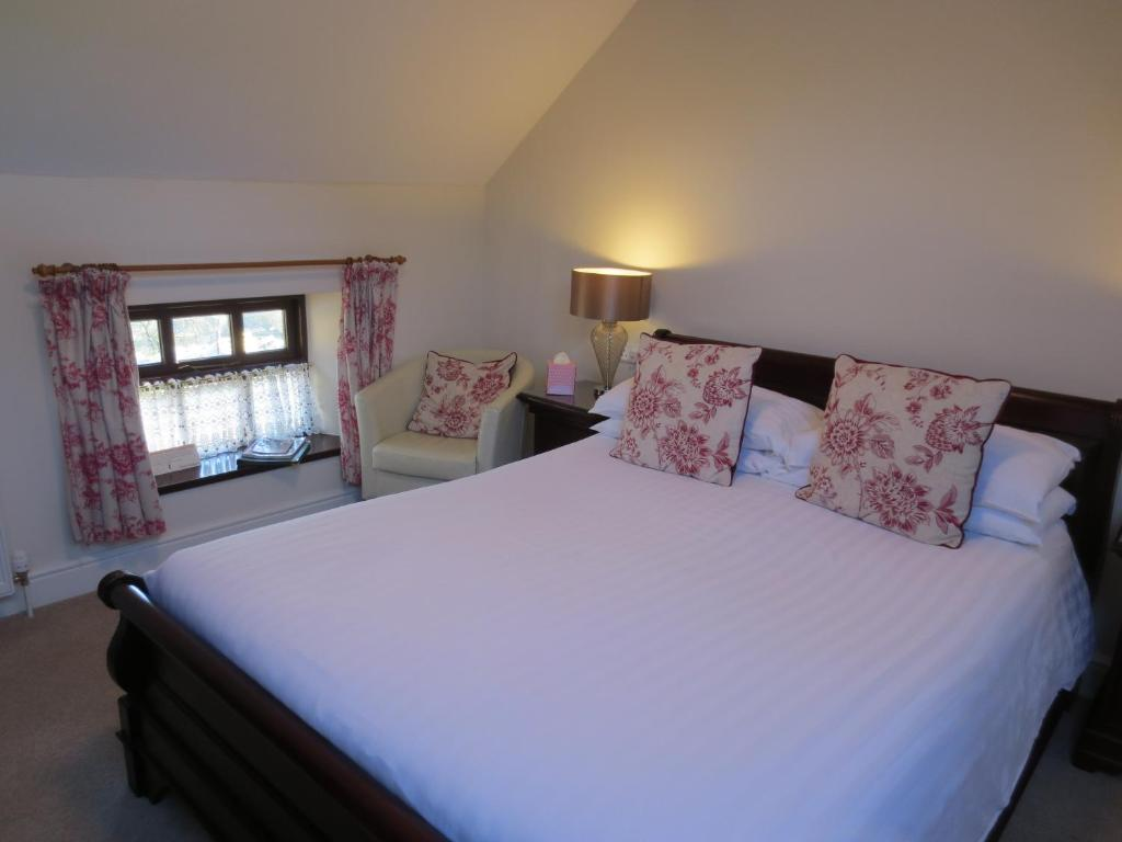 A bed or beds in a room at Pack Horse Inn