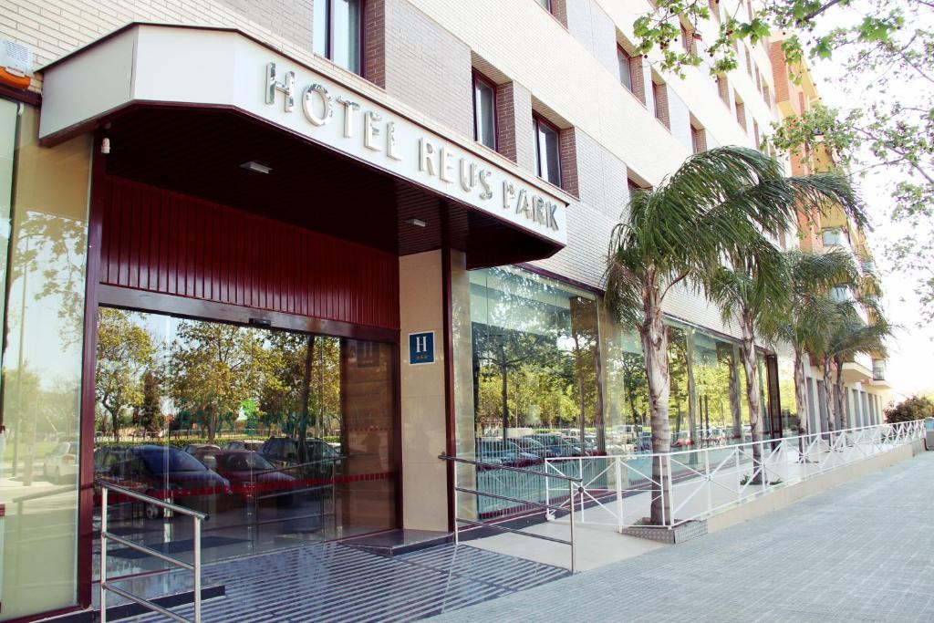 The facade or entrance of Hotel Reus Park