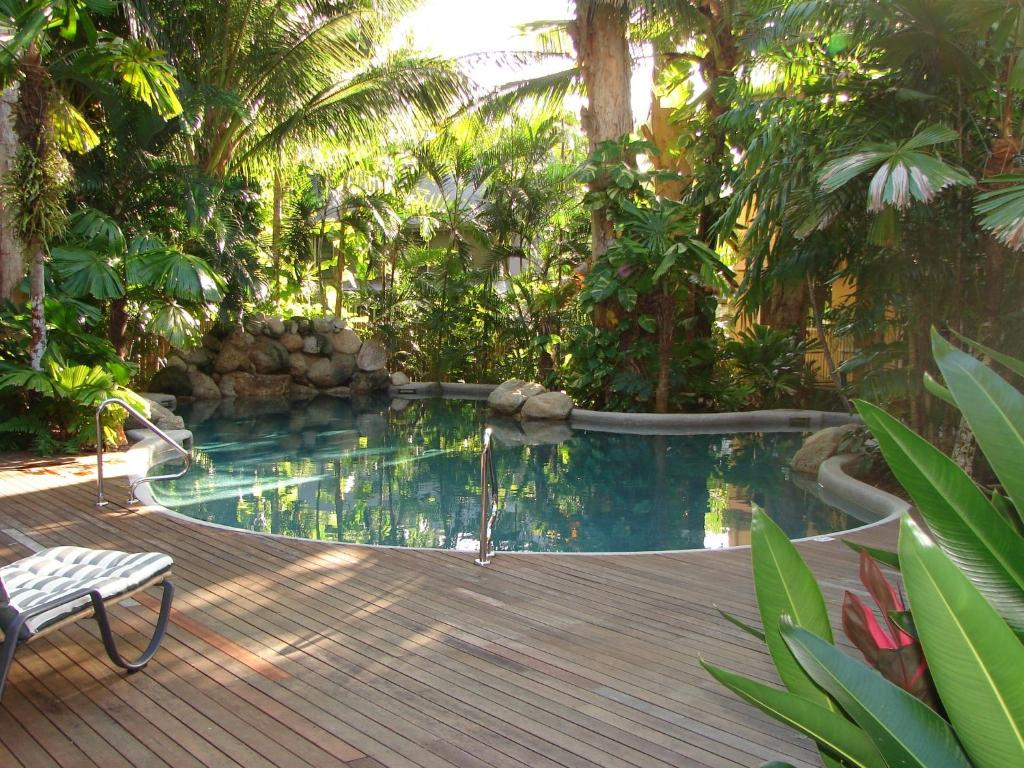 The swimming pool at or near Palm Cove Tropic Apartments