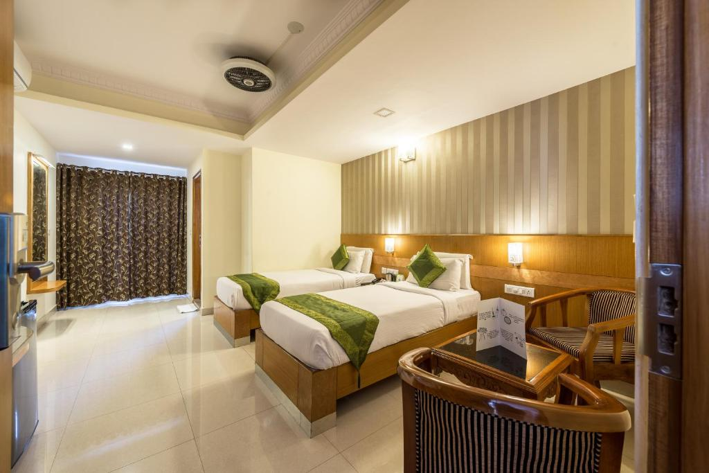 A bed or beds in a room at Treebo Trend Akshaya Lalbagh Inn